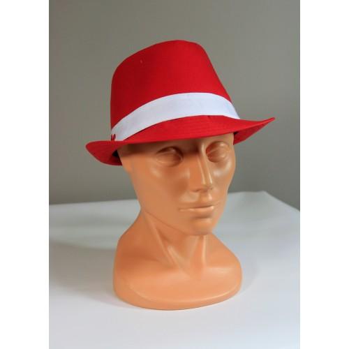 Czerwony kapelusz kibica z napisem Polska